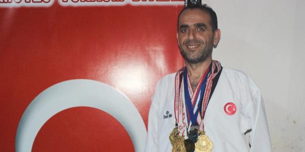 20 yaşında kollarını kaybeden genç taekwondada Türkiye şampiyonu oldu