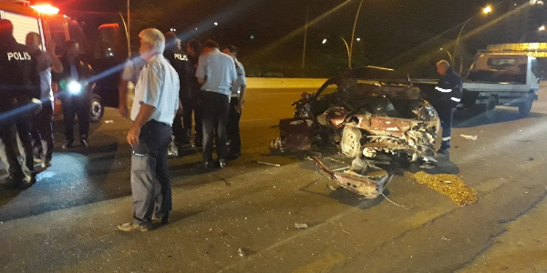 Ankara'da minibüsün çarptığı otomobildeki 1 kişi öldü, 4 kişi yaralandı