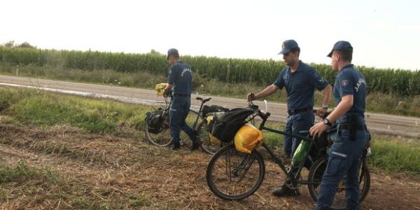 Bisitletle dünya turundaki 2 turiste Edirne'de yıldırım düştü: 1 ölü