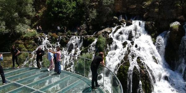 40 gözeli Tomara Şelalesi için Şiran dolup taşıyor