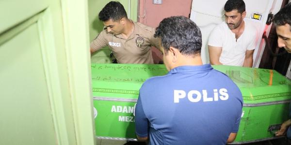 Adana'da kadın polis evinde başından vurulmuş halde bulundu