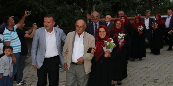 Düzce'de kaçarak evlenen 8 çifte 40 yıl sonra düğün yapıldı