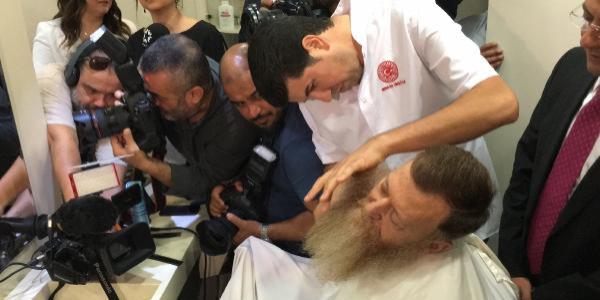 OHAL kalkar kalkmaz CHP'li Aytuğ Atıcı berber koltuğuna oturdu