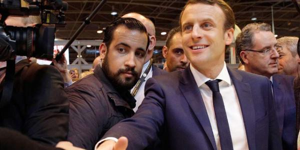 Macron'un güvenlik danışmanı ile ilgili olay kayıt: Polis kılığında eylemci dövdü