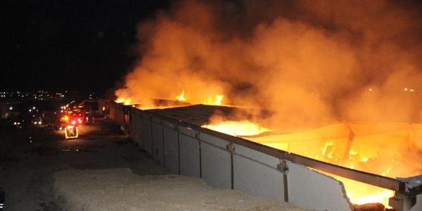 Şanlıurfa'da iplik fabrikasındaki yangına duvarlar yıkılarak müdahale edildi