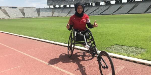 16 yıl evden çıkmayan bedensel engelli Zübeyde rekordan rekora koşuyor