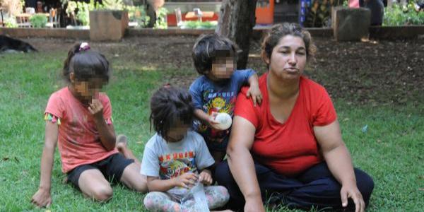 Adana'da eşiyle kavga eden kadın 3 çocuğuyla sokakta kaldı
