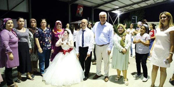 Down Sendromlu Kübra'ya telli duvaklı düğün yaptılar