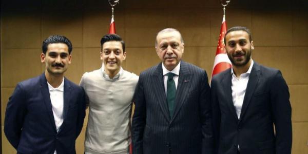 Mesut Özil, Cumhurbaşkanı Erdoğanlı fotoğrafı anlattı