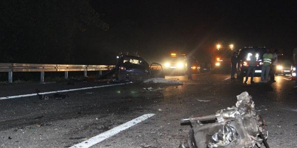 Düzce TEM otoyolunda feci kazada 1 kişi öldü 1 kişi yaralandı