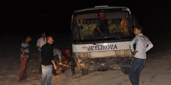 Sürücüsü kalp krizi geçiren minibüs devrildi: 1 ölü, 14 yaralı