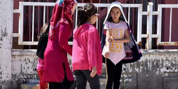 Sivas Kangal'da 700 kişi zehirlenme şüphesiyle hastaneye başvurdu