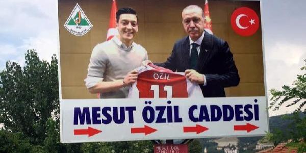 """Alman milli formalı """"Mesut Özil Caddesi"""" tabelası değişti"""