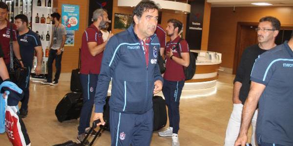 Trabzonspor, 3 saatlik uçak yolculuğunun ardından yurda döndü