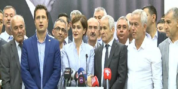 CHP'de 59 il başkanı kurultay için imza toplanmasına karşı çıktı