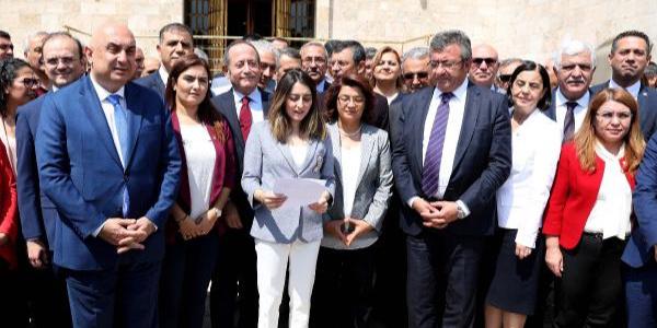 CHP'li 129 vekil kurultay çalışmalarının sonlanması için ortak bildiri