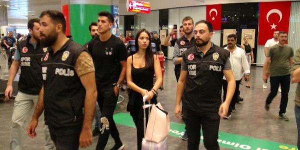 Beşiktaş'ın Şilili defans oyuncusu İstanbul'a geldi