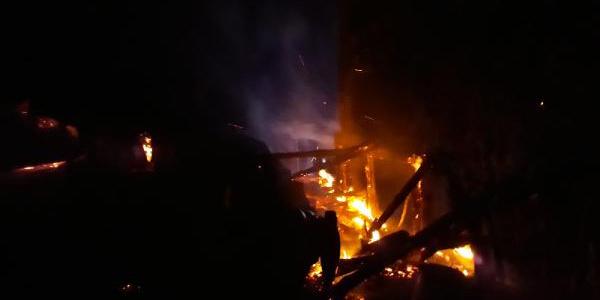 Samsun Salıpazarı'nda çıkan yangında ayaklarını yaktı