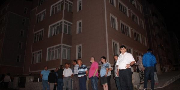 Karabüsk'te onlarca aileye müteahhit yüzünden elektrik şoku