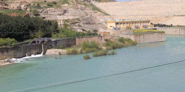 Suya düşen kız yüzünden anne ile kardeşi öldü, 2 kız kayıp