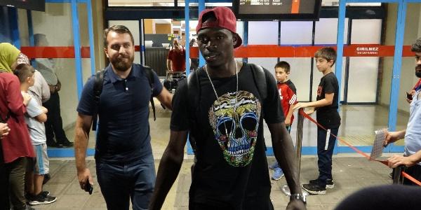 Yeni transferler Zargo Touri ve Eric Ayuk Trabzon'da
