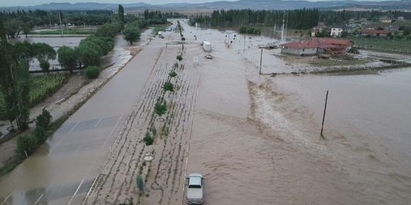Afyonkarahisar'da çok sayıda köy ve kasaba sular altında