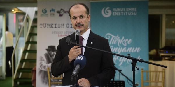 Dünyanın dört bir tarafından bi genç Türkçe için Türkiye'de