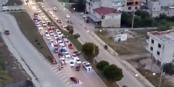 Samsun'da asker uğurlarken trafiği kapatan 3 sürücü gözaltına alındı