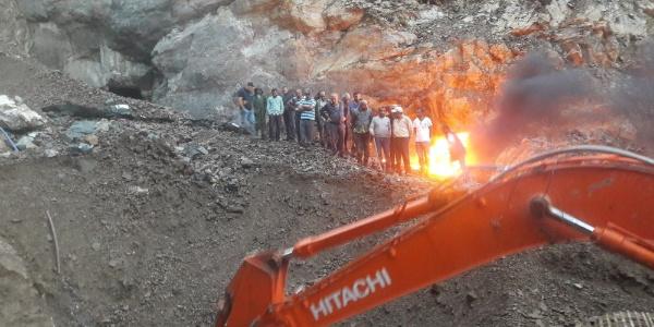 Maden ocağında mahsur kalan 4 işçi için zamanla yarıştılar