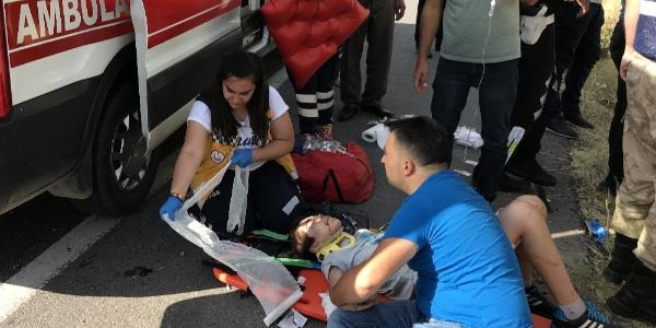 Erzincan'da şarampole devrilen araçta aynı aileden 2 ölü, 3 yaralı