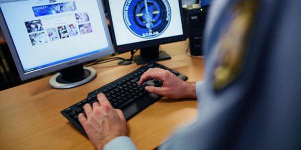 Firari hırsızlar polisin sanal kadın arkadaş tuzağına düştü