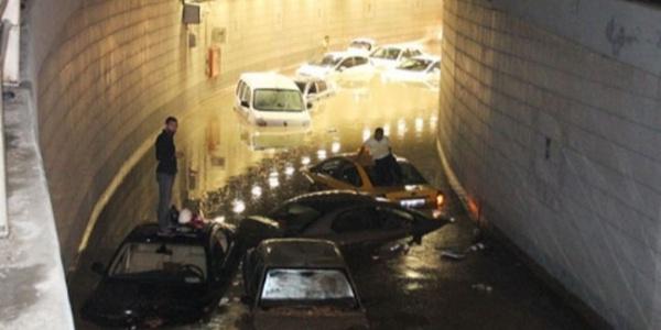 Şiddetli yağış, Ankara'da hayatı durma noktasına getirdi