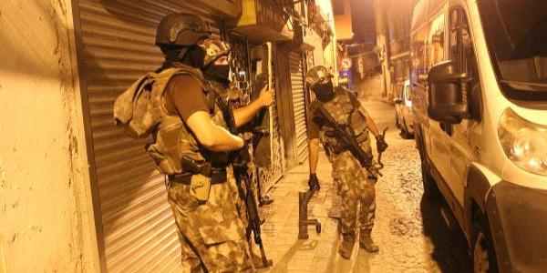 İstanbul'da şafak vakti 7 ilçede uyuşturucu baskını: 8 gözaltı