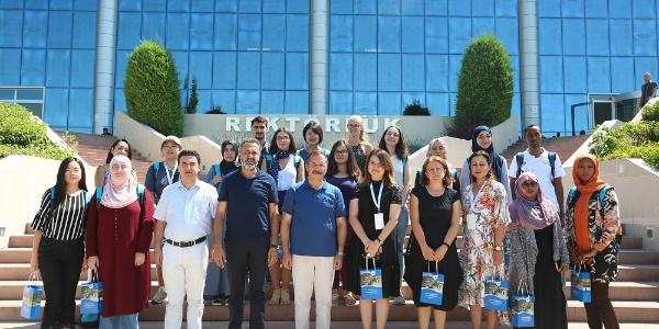 Türkçe'yi öğrenen yabancı uyruklu öğrenciler dönüş yolunda