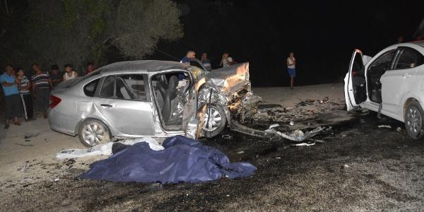 Muğla'da 2 otomobil kafa kafaya çarpıştı: 2 ölü 4 yaralı