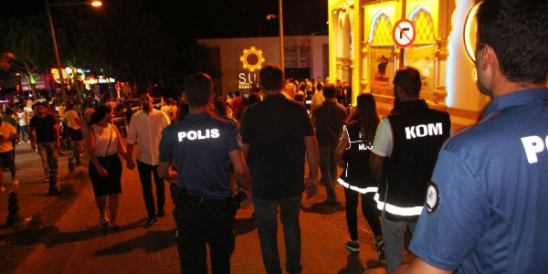 Bodrum Gümbet'teki barlar sokağına polis baskını
