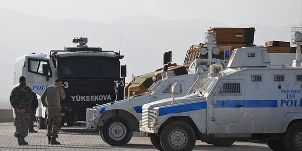Hakkari Yüksekova'da polis aracına hain tuzak: 1'i ağır 8 polis yaralı