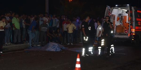 Manisa Turgutlu'da TIR iki motosikleti ezdi: 2 ölü, 1 yaralı