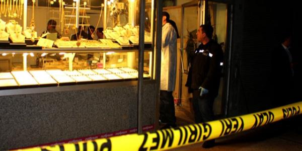 Altın hırsızları polisin kurduğu özel ekipten kaçamadı