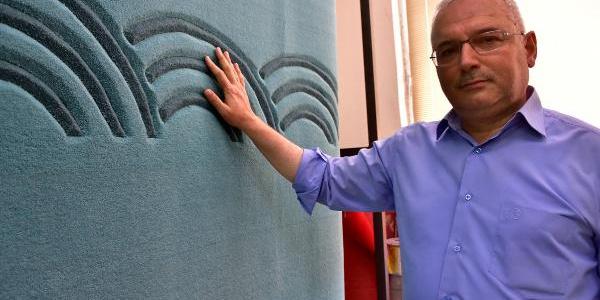Manisa'nın ünlü Demirci halısı camiye gelen görme engelliler için kabartıldı