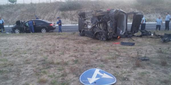 İpsala'da kavşakta feci kaza : 1 kişi öldü, 3'ü çocuk 5 yaralı