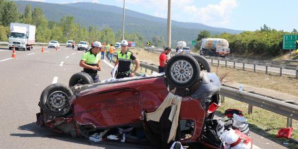 Bolu TEM'de TIR'a çarpıp takla atan araçta 1 kişi öldü, 4 kişi yaralandı