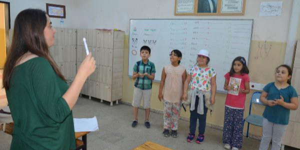 Avcılar'da Suriyeli çocuklar şarkı ve  oyunlarla Türkçe öğreniyor