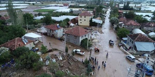 Antalya'nın Elmalı'yı sel vurdu, yüzlerce dönüm arazi sular altında