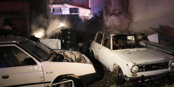 Samsun'da araba hurdalığında çıkan yangın 2 evi kül etti