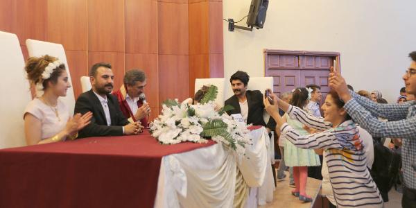 Sivas'ta nikah dairesinde '08.08.2018' çılgınlığı