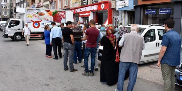 Sivas'ta Et Balık Kurumu satış mağazası önünde kuyruk