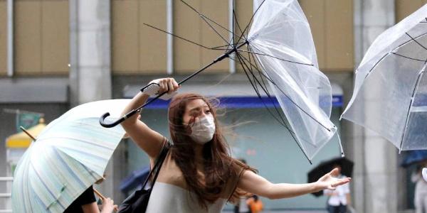 Aşırı sıcaklarla boğuşan Japonya'da tayfun alarmı