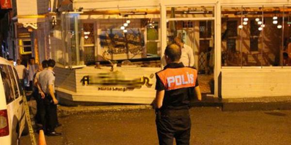 İstanbul Bebek'te lüks cip ile gelip nargile kafeyi taradılar