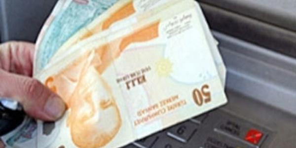 Dolandırıcıya para yatıracak vatandaşı zorla ikna ettiler